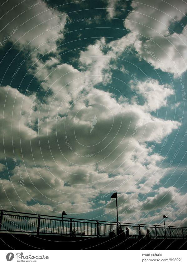 ÜBERQUEREN Mensch Himmel blau Sommer Wolken kalt Leben Herbst Bewegung Freiheit fliegen gehen oben Zusammensein Wetter laufen
