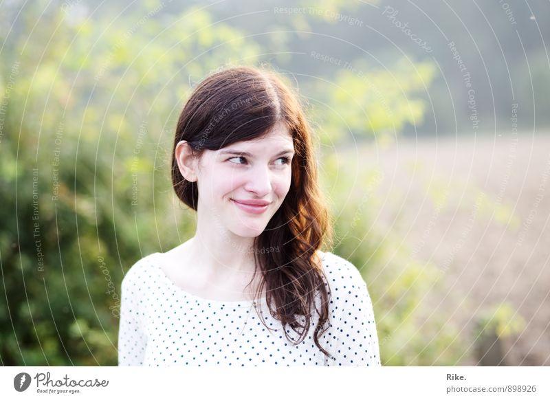 Synonym für Glück. Mensch Kind Natur Jugendliche schön Junge Frau Freude 18-30 Jahre Erwachsene Gesicht Gefühle feminin natürlich Glück lachen Stimmung