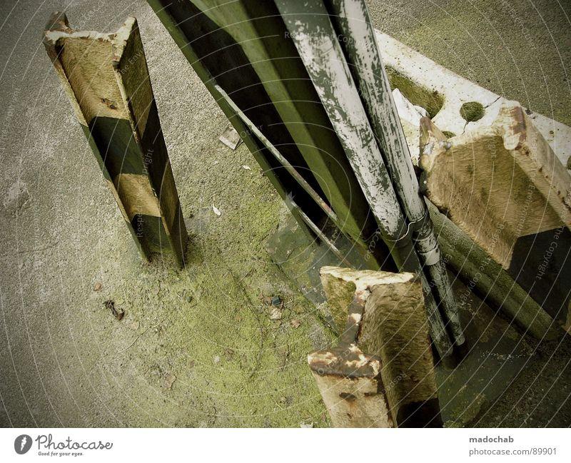 ABSTRAKTE SCHAIZE Müll abstrakt Dinge mehrere industriell dreckig abstützen unterstützend Gewicht Industrie Vergänglichkeit trashig ground Bodenbelag Metall