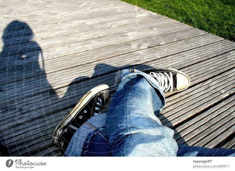 I <3 chucks Sonne Freude schwarz Wiese Gras Holz Jeanshose kaputt Chucks
