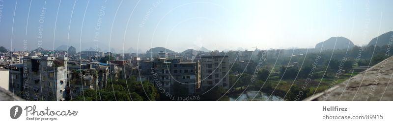 Guangzhou 1 Natur Himmel grün Stadt Einsamkeit Ferne Wiese Gras Berge u. Gebirge Landschaft Nebel groß Perspektive Rasen Fluss Aussicht