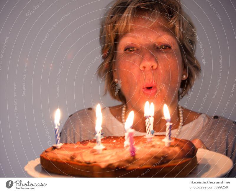happy birthday II feminin Glück Kerze Kuchen Geburtstagstorte blasen Wunsch Geburtstagswunsch Farbfoto