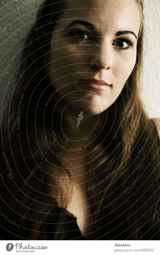 Beginn Jugendliche schön Junge Frau 18-30 Jahre Erotik Erwachsene Gesicht Gefühle feminin außergewöhnlich Stimmung authentisch ästhetisch beobachten