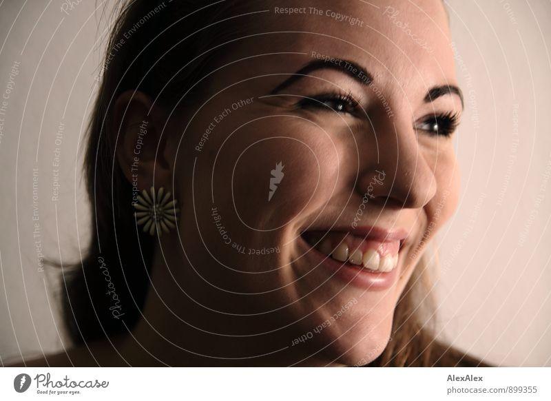 Die pure Freude Jugendliche schön Junge Frau 18-30 Jahre Erwachsene Gesicht Wärme feminin Glück lachen glänzend authentisch ästhetisch Fröhlichkeit Lächeln