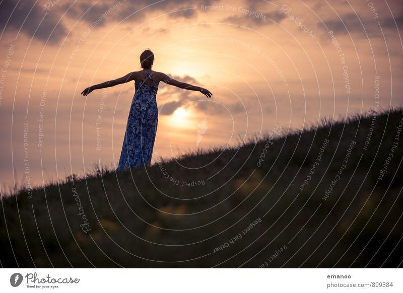 Mama, ein Engel Lifestyle Stil Freude Ferien & Urlaub & Reisen Ferne Freiheit Sommer Berge u. Gebirge Mensch feminin Junge Frau Jugendliche Erwachsene Körper 1