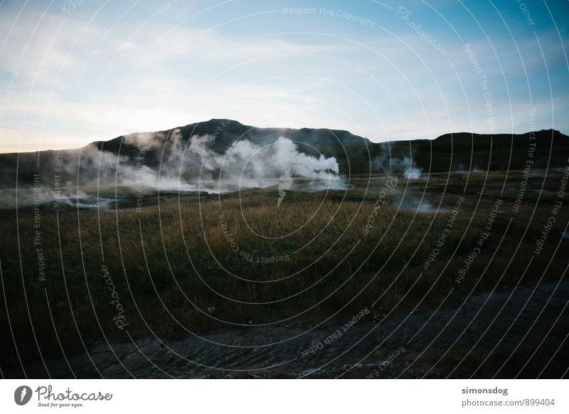I'm in Iceland. Himmel Natur Ferien & Urlaub & Reisen Landschaft Wolken Gras Idylle Hügel Rauch Island Wasserdampf Geysir Geysirbecken