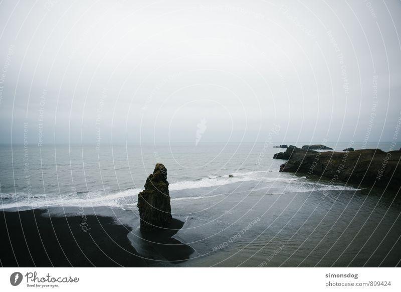 I'm in Iceland. Ferien & Urlaub & Reisen Wasser Meer Landschaft Wolken Strand schwarz Küste Felsen Horizont Idylle Wellen Urelemente Island Sandstrand Brandung