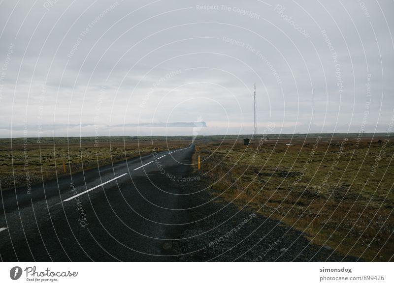 I'm in Iceland. Natur Ferien & Urlaub & Reisen Landschaft Wolken Ferne Straße Herbst Freiheit Horizont Verkehr Verkehrswege Island Moosteppich