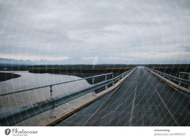 I'm in Iceland. Ferien & Urlaub & Reisen Wolken Ferne Straße Freiheit Horizont Brücke Güterverkehr & Logistik Fluss fahren Flussufer Verkehrswege Island Leitplanke Holzbrücke einspurig