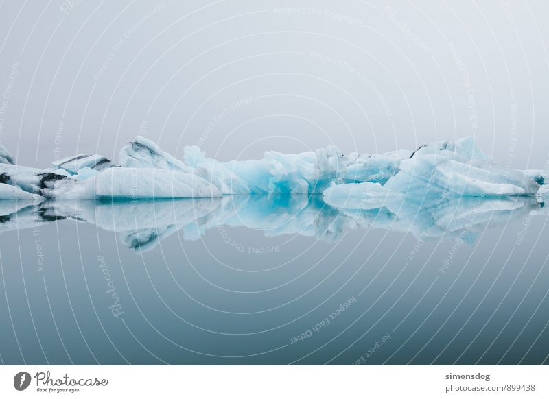 I'm in Iceland. Natur Urelemente Wasser Winter schlechtes Wetter Nebel Eis Frost Meer See Zufriedenheit Idylle Klima rein Ferien & Urlaub & Reisen Eisberg