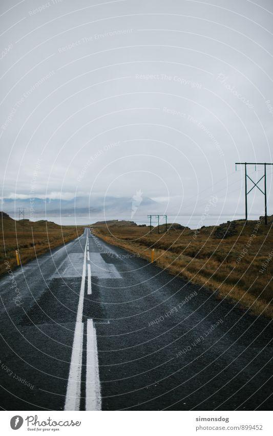 I'm in Iceland. Ferien & Urlaub & Reisen Landschaft Wolken Ferne Straße Herbst Freiheit Horizont Regen Idylle Verkehrswege Strommast Island Hochspannungsleitung geradeaus