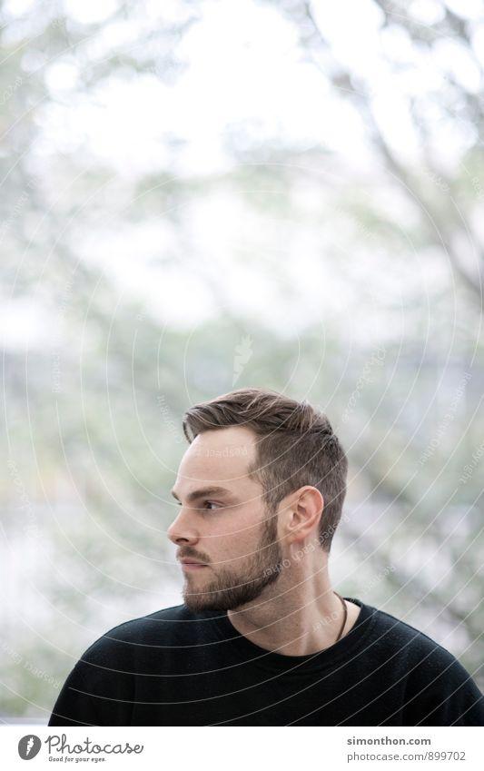 Portrait Jugendliche Mann schwarz kalt Leben Freundschaft maskulin Bart Konzentration Fernweh herbstlich Halskette Heimweh Gel Porträt Mensch