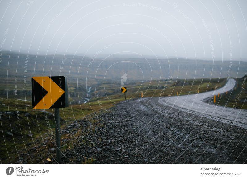 I'm in Iceland. Ferien & Urlaub & Reisen Nebel Landkreis Regen Risiko Verkehrswege Island Verkehrsschild Schotterstraße Verkehrssicherheit Hochplateau