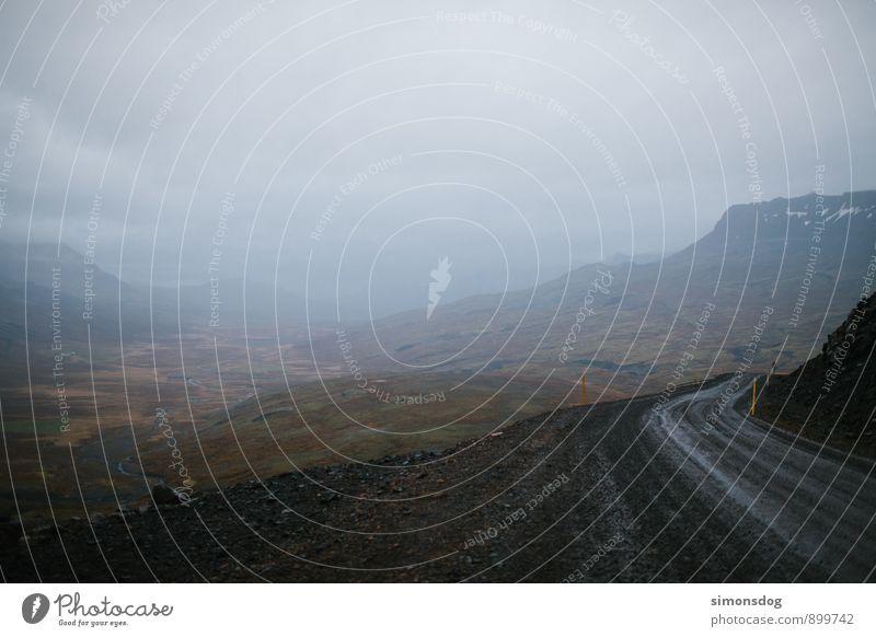 I'm in Iceland. Natur Landschaft Verkehr Verkehrswege Straße Wege & Pfade Ferien & Urlaub & Reisen Schotterstraße Berge u. Gebirge Tal Aussicht Ferne Nebel