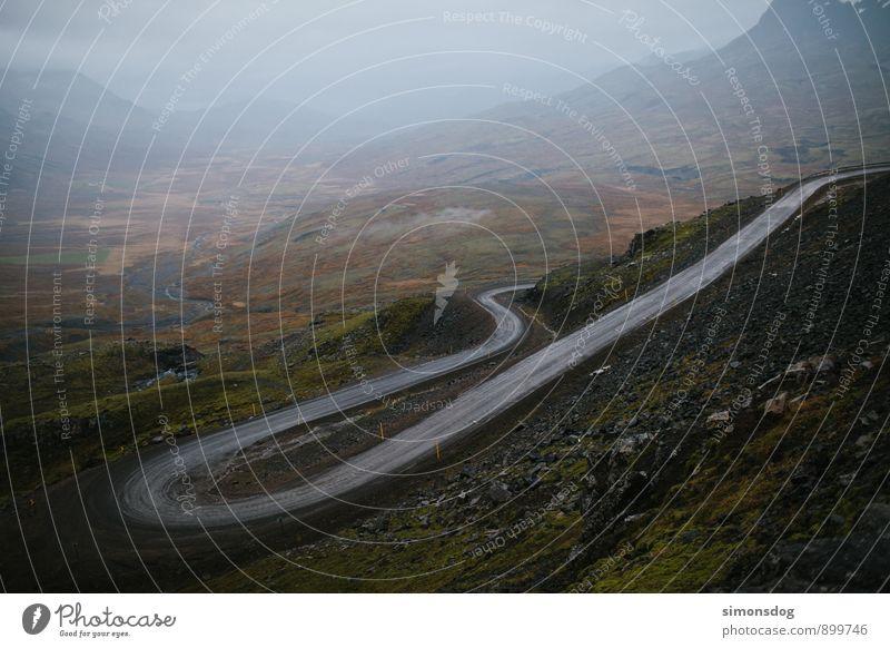I'm in Iceland. Ferien & Urlaub & Reisen grün Landschaft Berge u. Gebirge Straße Gras Wege & Pfade grau braun Felsen Verkehr Sträucher Aussicht Abenteuer Hügel Verkehrswege
