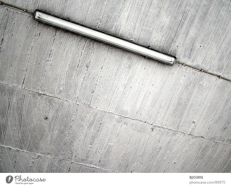 gewöhnliche Betondecke kalt grau Gebäude Innenaufnahme Querformat horizontal parallel Geometrie trist Neonlicht Lampe Licht Mittag diagonal quer Hintergrundbild