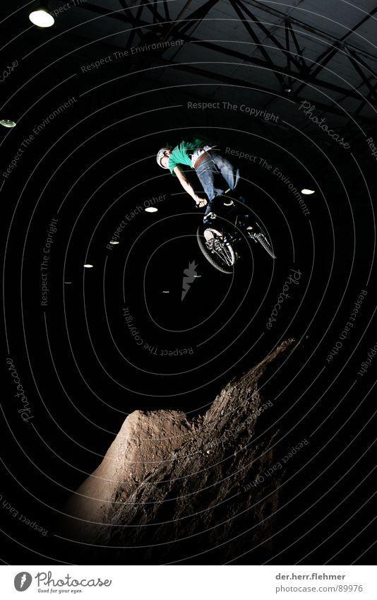 360 springen Stunt Licht Sport Spielen dirt grevenbroich BMX dreckig fliegen Fahrrad porn Schatten Flucht