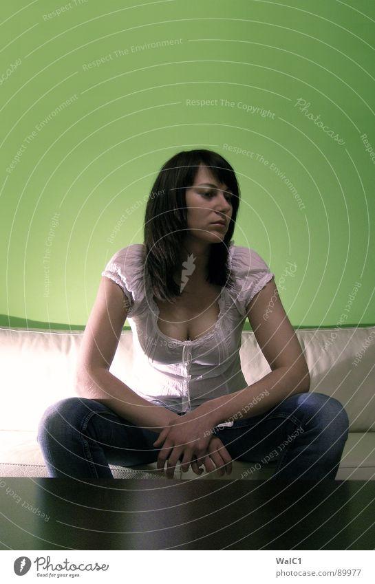 Warum ich? Frau weiß grün schön Einsamkeit ruhig Gesicht Auge Erotik Wand Haare & Frisuren Stil Denken Beleuchtung warten Mund