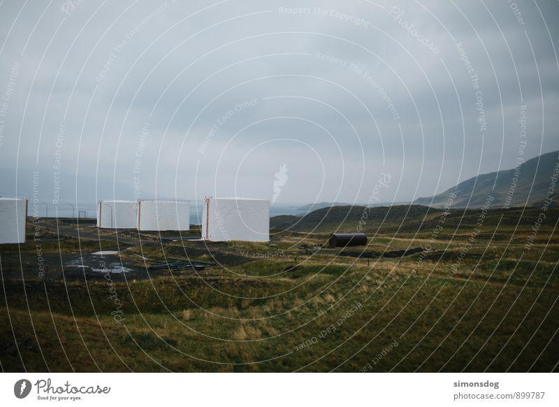 I'm in Iceland. Natur Ferien & Urlaub & Reisen weiß Landschaft Wolken Ferne Umwelt Wiese Hügel Island schlechtes Wetter Tank Öltank