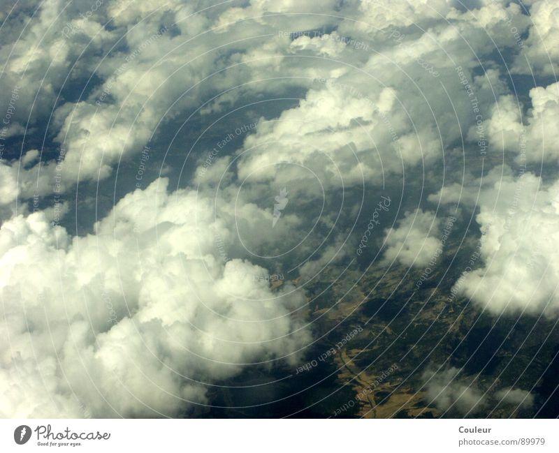 wolkenlos Himmel Meer blau Wolken dunkel hell Luftverkehr Flughafen