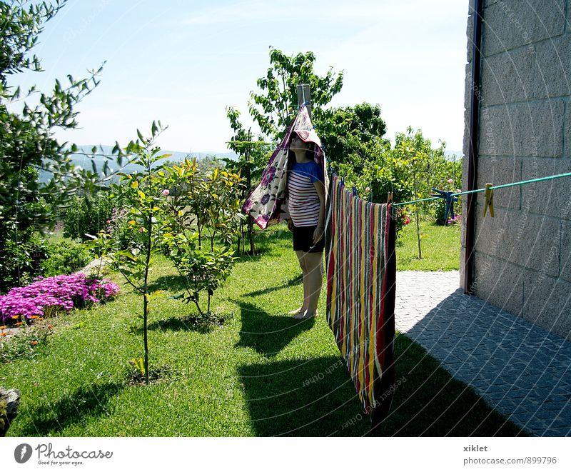 Frau Jugendliche Sommer Baum Junge Frau Blume Freude 18-30 Jahre Wärme Liebe lustig Spielen Garten Feld Kindheit frisch