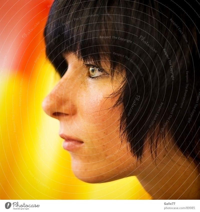 Profil einer Frau Frau schön Gesicht feminin Deutschland attraktiv neutral