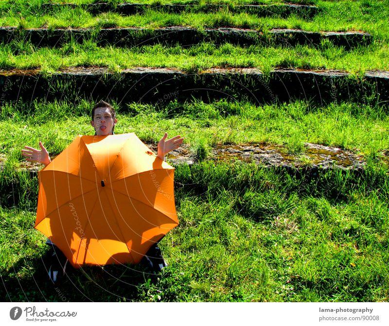 Das hat Hand und Fuß... Cloppenburg Regenschirm Sonnenschirm Unwetter Wolken Zirkus Spielen Spielplatz Gras Halm Wiese Sommer Feld grün Frühling Erholung
