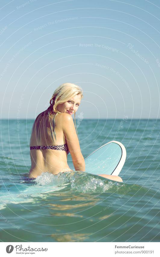 SurferGirl_11 Mensch Frau Ferien & Urlaub & Reisen Jugendliche Sommer Sonne Meer Junge Frau ruhig 18-30 Jahre Ferne Erwachsene Bewegung feminin Sport Freiheit