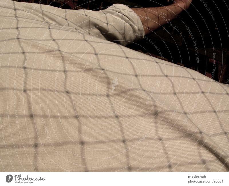 NETZHAUT Oberkörper maskulin Mann Mensch Gitter Raster weiß abstrakt man boy Netz Schatten grid net shadow Arme T-Shirt