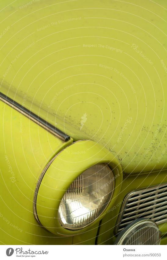 Copyspace mit Scheinwerfer grün PKW Glas Verkehr Vergänglichkeit rund Kunststoff Personenverkehr KFZ Karton Autofahren Tourist Wiedervereinigung Grill Scheinwerfer Mischung