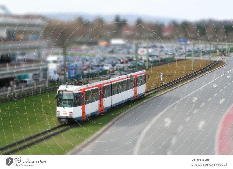 Miniaturisiertes II Straße PKW Verkehr Spielzeug Gleise Bahnhof Parkplatz Öffentlicher Personennahverkehr Ampel Mischung Parkhaus Straßenbahn Oberleitung