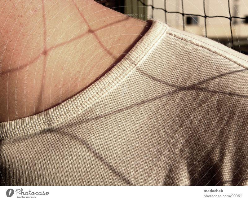 NETZHAUT II Oberkörper maskulin Mann Mensch Gitter Raster weiß abstrakt man boy Netz Schatten grid net shadow Arme T-Shirt