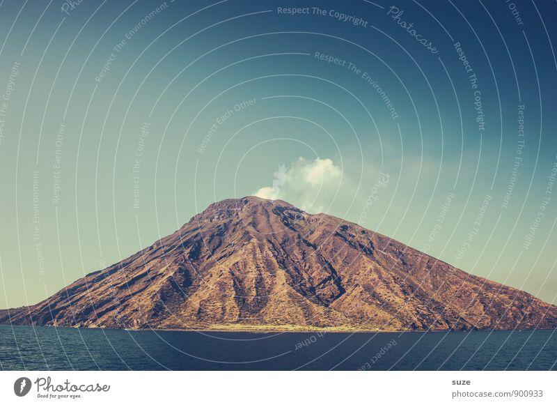 Vorzeichen Ferien & Urlaub & Reisen Meer Berge u. Gebirge Umwelt Natur Landschaft Himmel Gipfel Vulkan Küste Insel Rauch authentisch fantastisch Sehnsucht