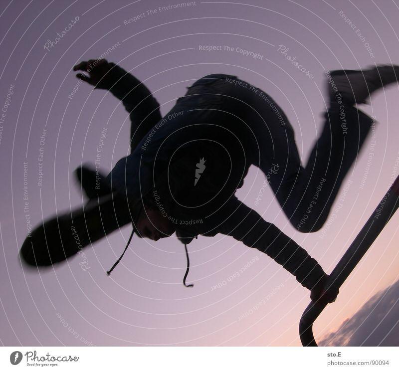 dogshit-landed Mensch Himmel Jugendliche Farbe springen Geschwindigkeit festhalten violett sportlich Momentaufnahme Dynamik Akrobatik Funsport Le Parkour