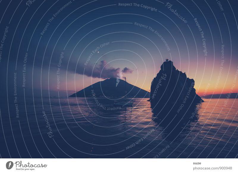 Bei Einbruch der Nacht Himmel Natur Ferien & Urlaub & Reisen blau Meer dunkel kalt Umwelt Berge u. Gebirge Reisefotografie Küste Felsen hoch Insel Aussicht