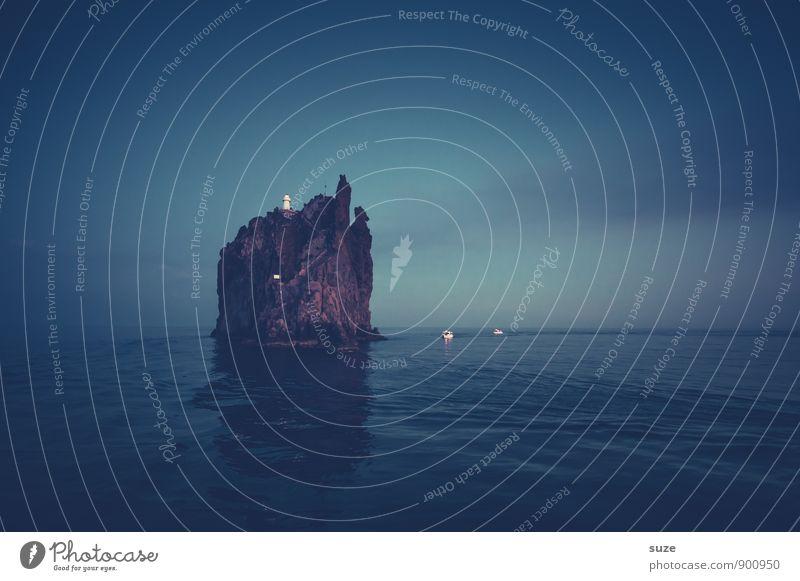 Der Nachtwächter Himmel Natur Ferien & Urlaub & Reisen blau Meer Landschaft dunkel Umwelt außergewöhnlich Felsen Insel fantastisch Urelemente Abenteuer Romantik