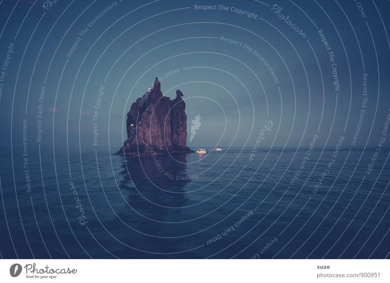 Im Schutze der Nacht Himmel Natur Ferien & Urlaub & Reisen blau Meer Landschaft dunkel Umwelt Reisefotografie außergewöhnlich Felsen Insel fantastisch Abenteuer