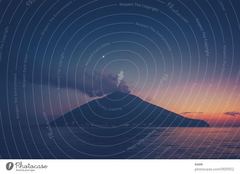 Nachtfeuer Himmel Natur Ferien & Urlaub & Reisen Meer dunkel Umwelt Berge u. Gebirge Küste außergewöhnlich Tourismus Insel fantastisch Abenteuer Romantik Gipfel