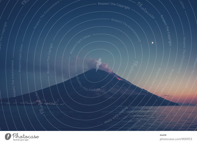 Im Schutz der Dunkelheit Himmel Natur Ferien & Urlaub & Reisen blau Meer Reisefotografie Umwelt Berge u. Gebirge Küste außergewöhnlich Insel fantastisch Italien