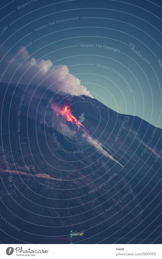 Stromboli Abenteuer Sightseeing Expedition Meer Berge u. Gebirge Umwelt Natur Urelemente Feuer Gipfel Vulkan Rauch außergewöhnlich dunkel fantastisch gigantisch