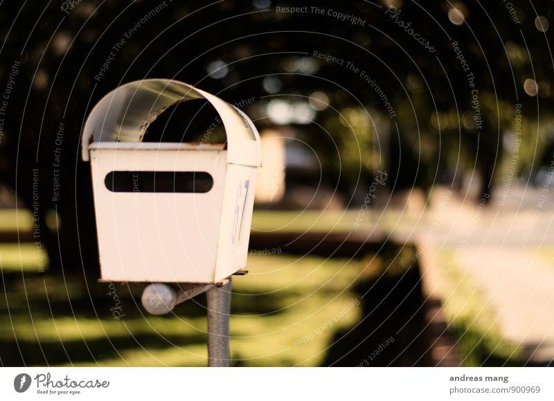 Post Briefkasten Postkarte schreiben warten Erwartung Kommunizieren leer voll Farbfoto Außenaufnahme Unschärfe Schwache Tiefenschärfe