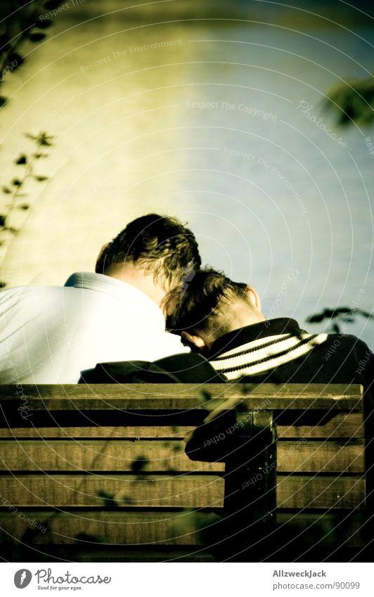 Mittagsschlaf Mann Wasser Sonne Meer Liebe träumen Kopf See Freundschaft Zufriedenheit hell Wetter groß Hilfsbereitschaft Pause Aussicht