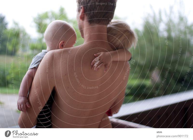 weitblick Mensch Kind Mann Erwachsene Eltern Vater Geschwister Familie & Verwandtschaft Kindheit Leben Körper Haut Rücken Hand 3 Menschengruppe 30-45 Jahre