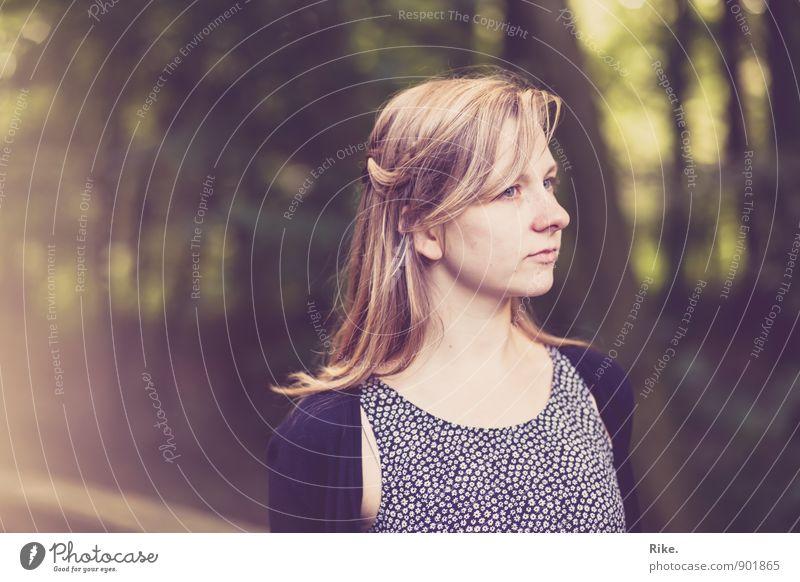 Still. Mensch feminin Junge Frau Jugendliche Erwachsene Gesicht 1 13-18 Jahre Kind 18-30 Jahre Natur Haare & Frisuren blond langhaarig träumen warten schön