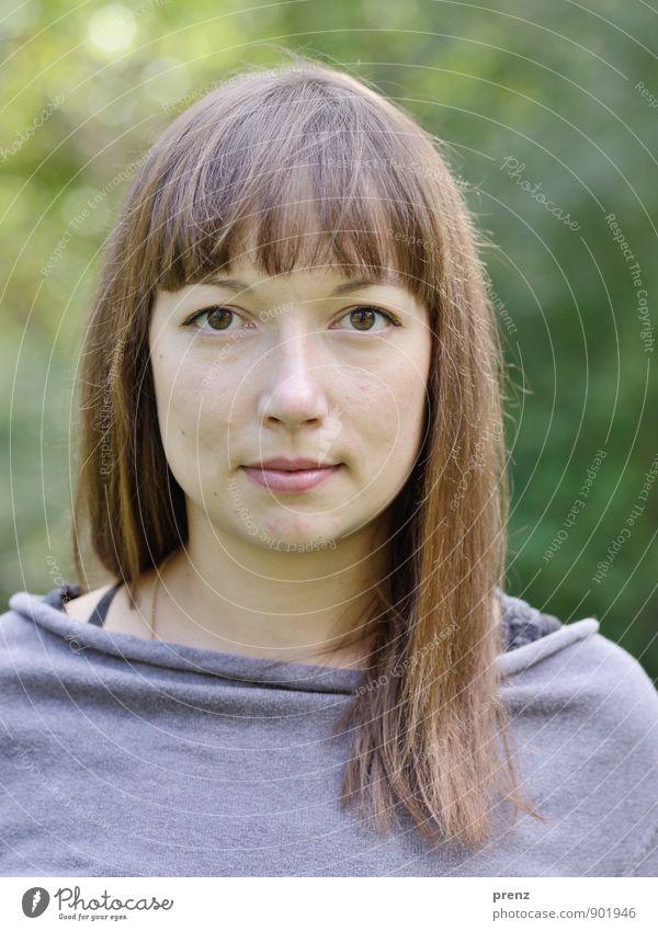ohne Hut Mensch feminin Junge Frau Jugendliche Erwachsene Haare & Frisuren 1 18-30 Jahre natürlich braun grün Außenaufnahme brünett langhaarig Blick Farbfoto