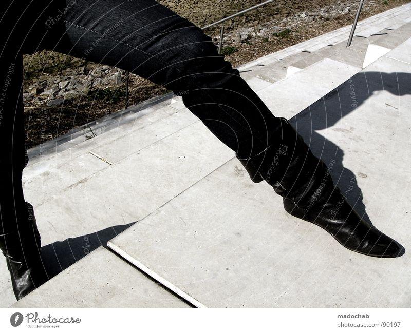 YOU BRING THAT SEXY LEG Mensch Sommer Mode Schuhe Treppe warten Beton stehen Macht Körperhaltung Stiefel Leder Fetischismus Domina Peitsche Sadomasochismus