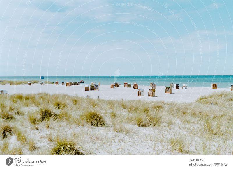 Nordsee retro Wind Strandkorb Wasser Meer Ferien & Urlaub & Reisen Erholung ruhig Wasserlinie Aussicht Ferne Horizont Wärme angenehm Farbfoto Menschenleer