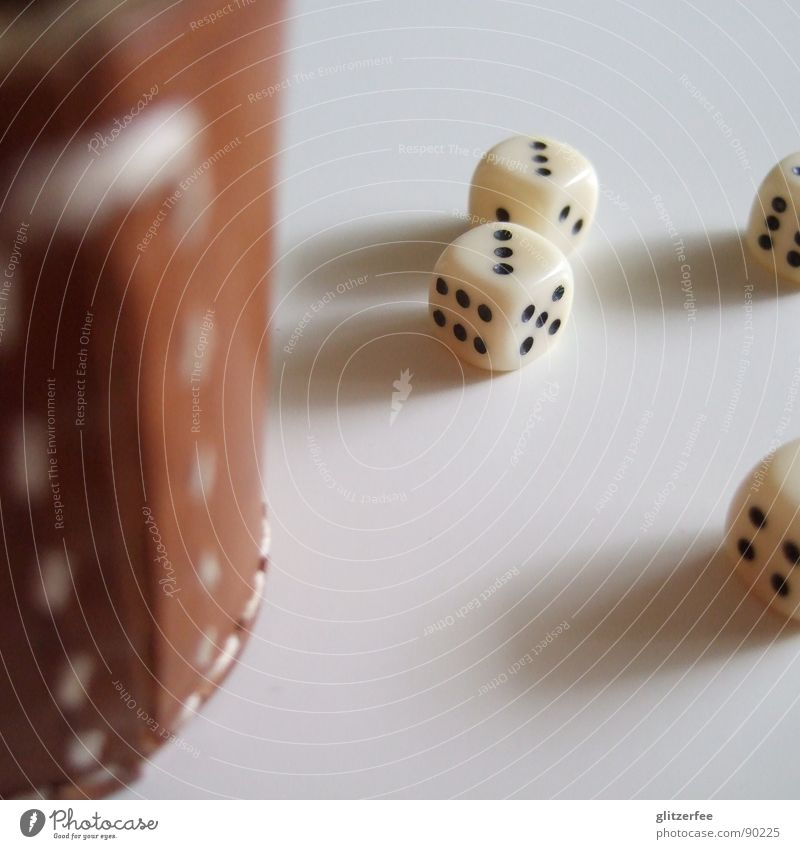 gewürfelt??? weiß Freude schwarz Spielen klein Glück braun Arbeit & Erwerbstätigkeit Freizeit & Hobby 3 Würfel Desaster Leder Becher Fee Naht
