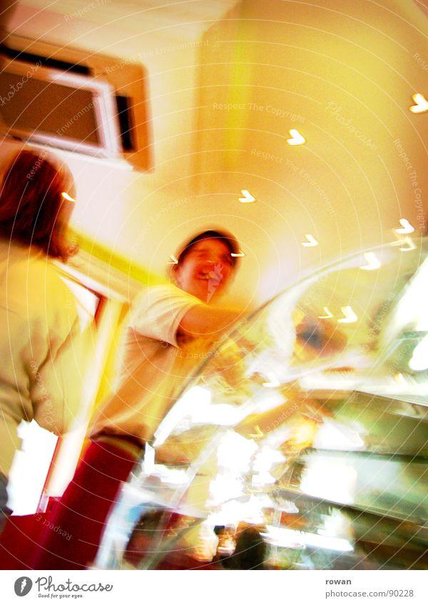 zwei brötchen bitte! Freude lachen lustig Glas kaufen Schönes Wetter Gastronomie Momentaufnahme Lebensmittel Surrealismus verkaufen Theke grell Händler Bäcker