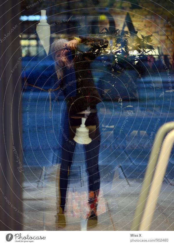 Komisches Selfie in Dresden... Dienstag 6:30 Fotokamera Mensch feminin 1 Fenster Tür Glas lustig blau Spiegelbild Fensterscheibe Reflexion & Spiegelung